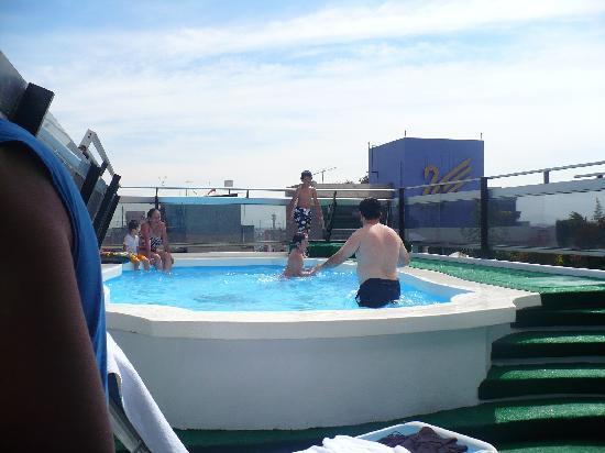 Hotel Century Zona Rosa México: Piscina del hotel con agua temperada