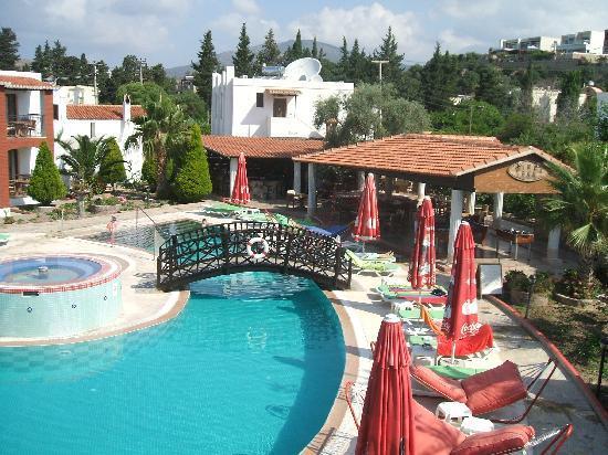 Sirca Apartment Hotel: view of main pool restaurant