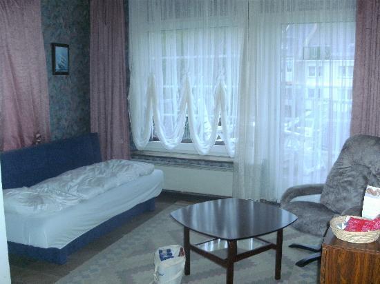 AKZENT Hotel Oberhausen: 三人目用のソファベット
