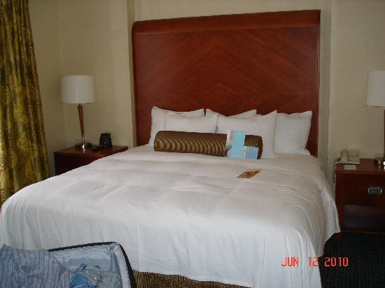 Hilton Atlanta Perimeter Suites: The room was presented as crisp and clean