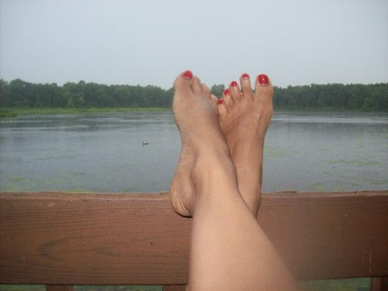 WaterBird Lakeside Inn: My toes and the lake with ducks