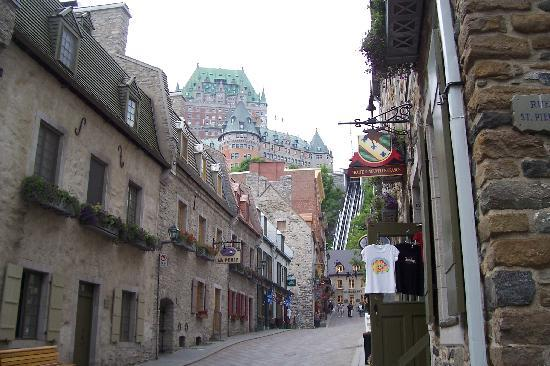 Hotel Le Saint-Paul: Old Qld Quebec Street and Chateau Frontenac