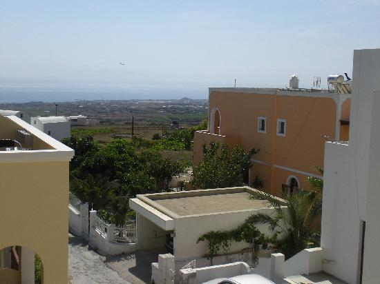 Antonia Hotel Santorini: view from balcony