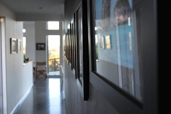 Stone Store Lodge Accommodation: Walkway