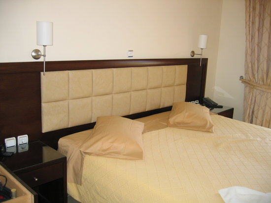 Hotel Sotiris: bed (two singles together)
