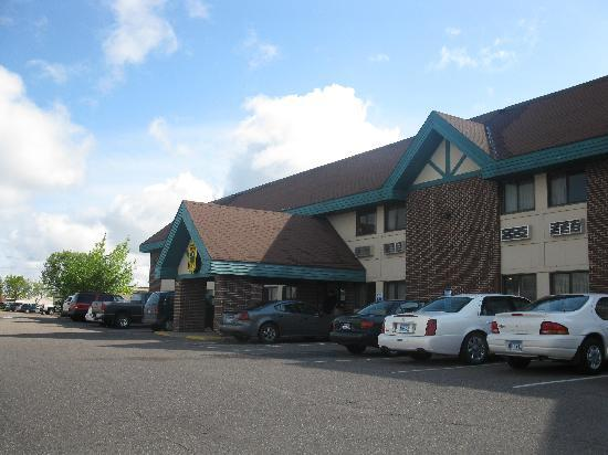 Super 8 St. Cloud : Front entrance
