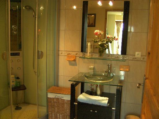 Penaflor Guest House : Lovely bathroom