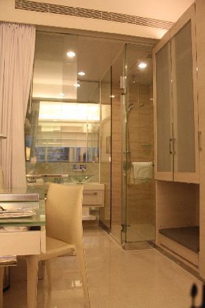 iclub Wan Chai Hotel: our tiny sassy room