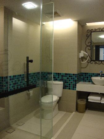 Avillion Admiral Cove: Large Bathroom