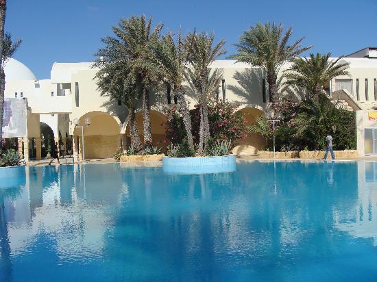 Club Marmara Narjess : vue d'une partie de la piscine