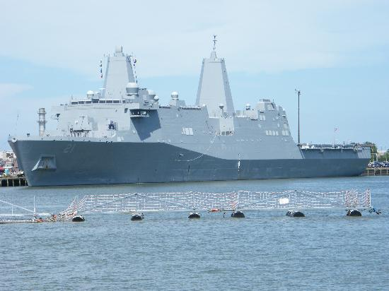 Naval Station Norfolk : Transporteur amphibie USS New York