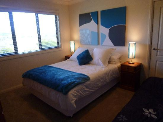 Bathurst, Australia: One of the many beautiful bedrooms