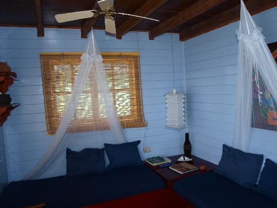 Punta Caracol Acqua Lodge: livingroom