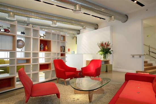 Artplus Hotel Tel Aviv - an Atlas Boutique Hotel: Lobby red area