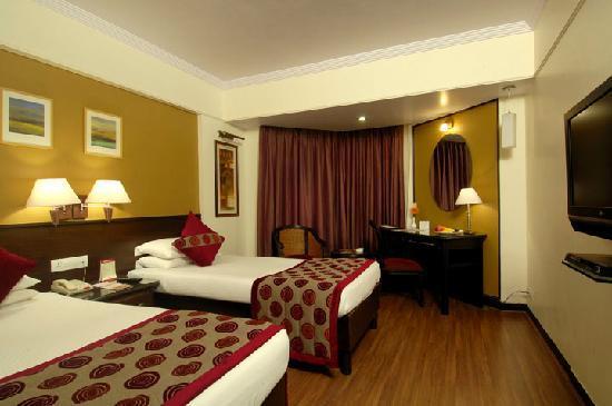 Ramee Guestline Hotel, Juhu: Club Room
