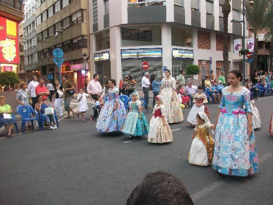 Alicante, Spain: Sfilata in costume tipico