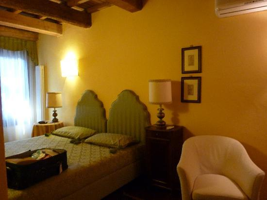 Piazza Nova Guest House: la camera