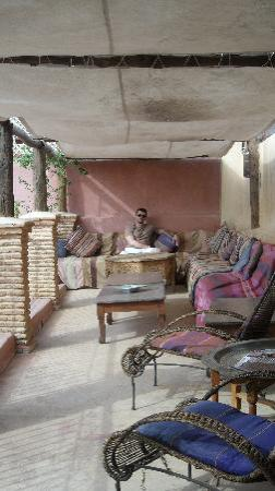Riad Lorsya: breakfast on the shaded part of the roof terrasse