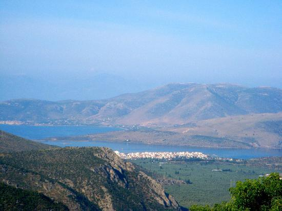 Pitho Rooms: View of Itea from Delphi