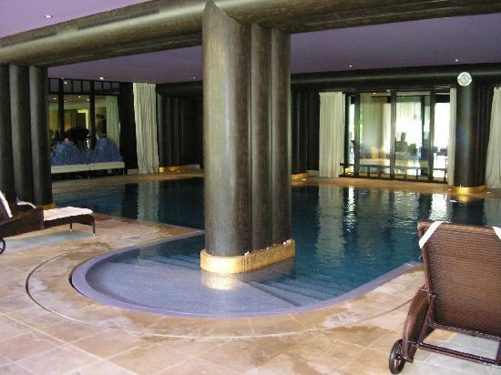 View of the spa swimming pool of la reserve spa hotel for Hotel a reserver