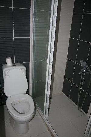 Cakil Pension: salle de bain