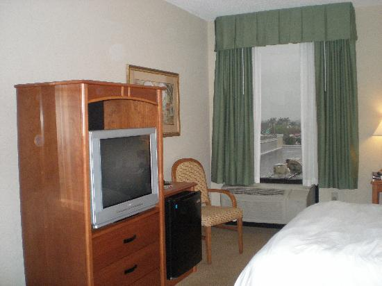 Best Western Plus Kendall Hotel & Suites: Small room