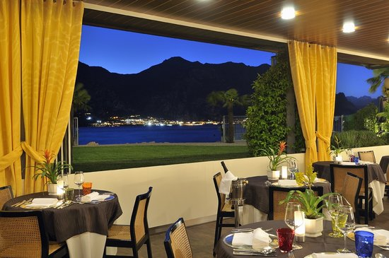 Castello - Lake Front Hotel & Living Suite: Restaurant