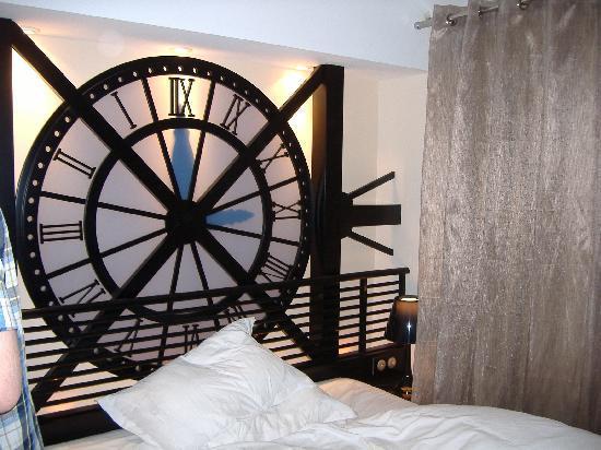 Hôtel Design Secret de Paris : the bed