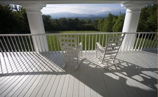 Christopher Place Resort: The Great Smoky Mountains surround our scenic bed and breakfast.