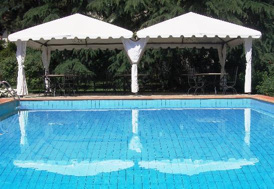Relais La Corte dei Papi: elegant pool