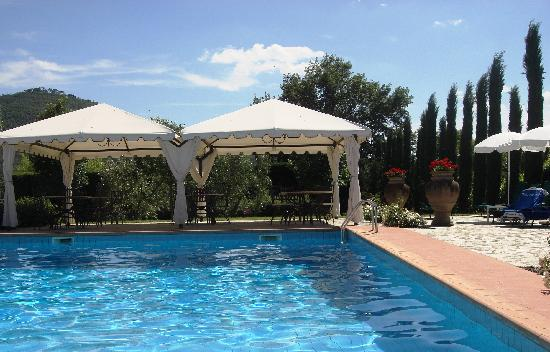 Relais La Corte dei Papi : Pool and Tuscan view