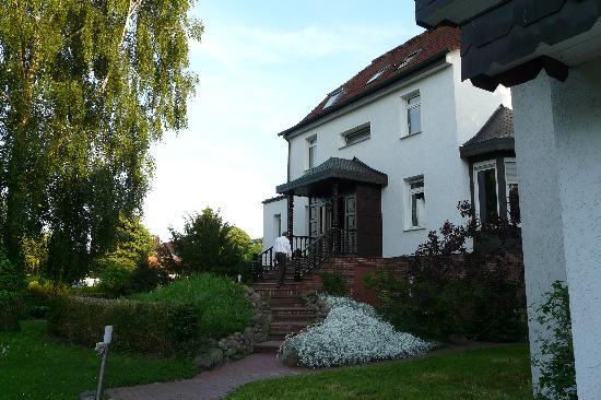 Pension Villa Bramkamp: Blick vom Garten zum Haupthaus