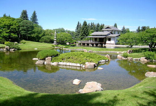 Nikka Yuko Japanese Garden: Looking across a pool to the house.