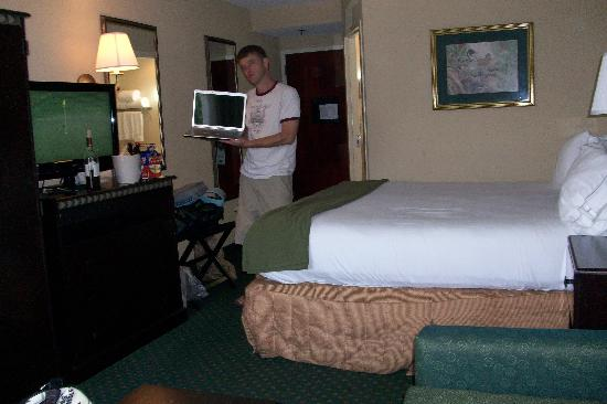 Holiday Inn Express - Medical Center Midtown: my husband modeling our laptop and the surroundings
