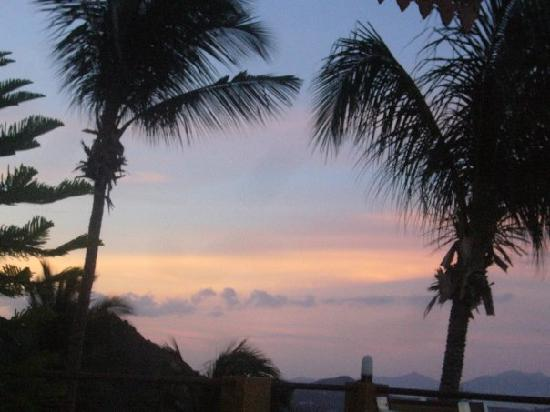 Baan Leam Sila Resort : Sunset from the rooftop deck.