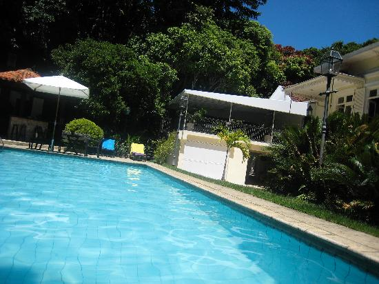 Villa Laurinda: The pool and the breakfast area