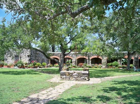 San Antonio, Teksas: Beautiful grounds at Mission Espada