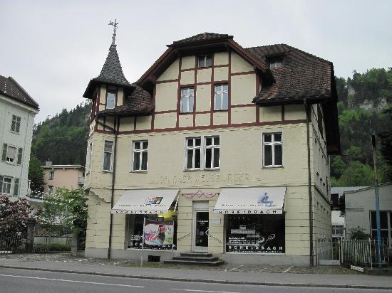 Hotel Garni Reulein: The hotel building