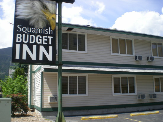 Squamish Budget Inn: Rear Parking Lot