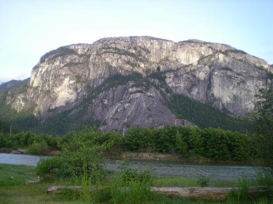Squamish Budget Inn: The Cheif, Great Mountain Climbing