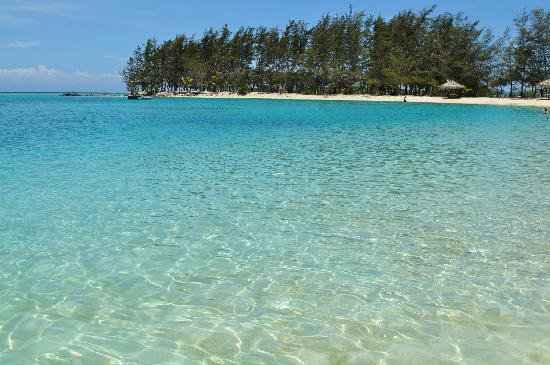 Fantasy Island Beach Resort: Il mare di fronte alla spiaggia