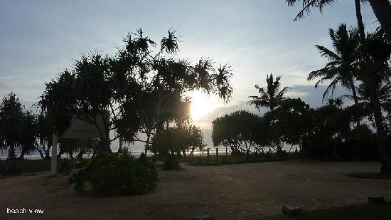Sri Budhasa Ayurveda Resort: Sicht aus Anlage auf Strand