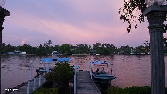 Sri Budhasa Ayurveda Resort: Sicht aus Anlage auf Bentota Fluss