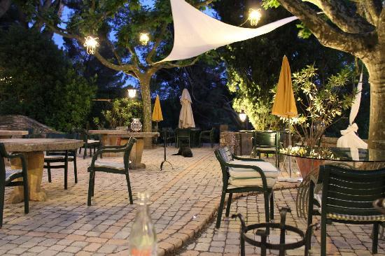Auberge de Noves: The restaurant terrace