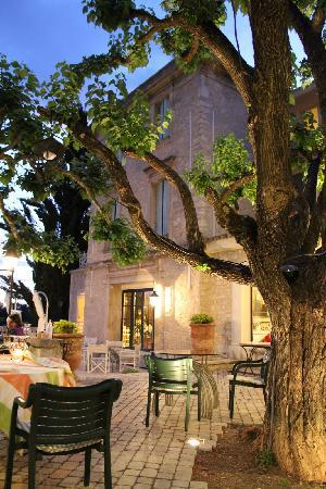 Auberge de Noves: Well renovated buildings