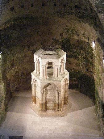Charente, France: Reliquaire église Saint-Jean - Aubeterre