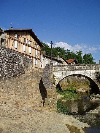 Charente, France: Confolens ruisseau le Goire