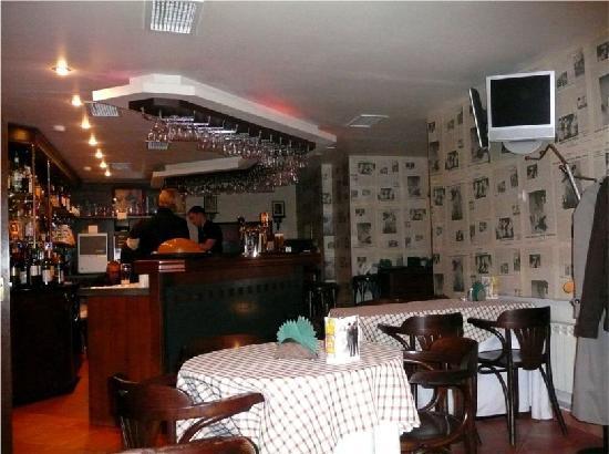 Bogart's Grand Cafe: Bar area