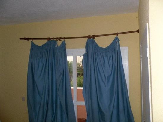Apartahotel Maritim : curtains