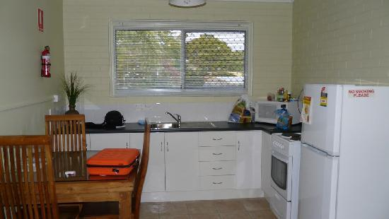 Coconut Palms on the Bay: Kitchen